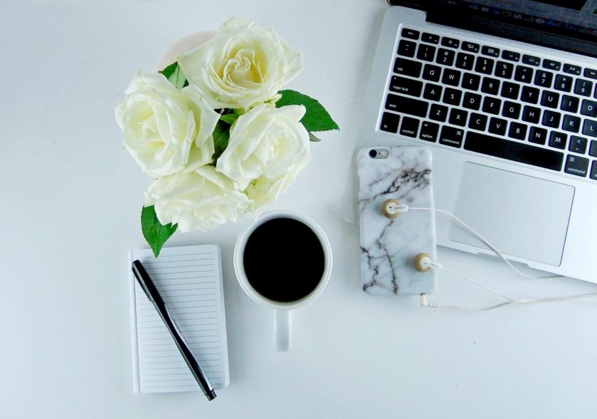 desk_flowers_flatlay
